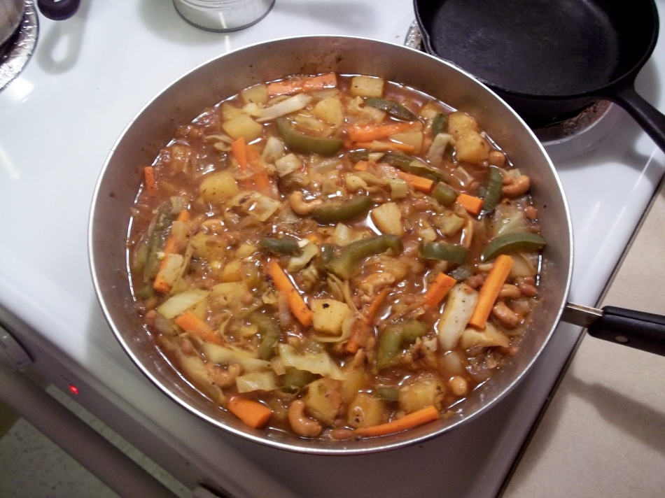 PINEAPPLE, VEGGIES AND BEAN SAUTE