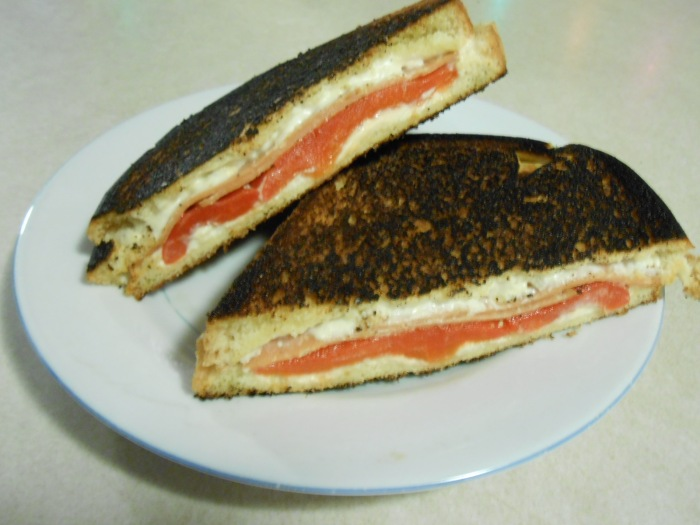 CHAR-GRILLED TOFUTTI CREAM CHEESE SANDWICH