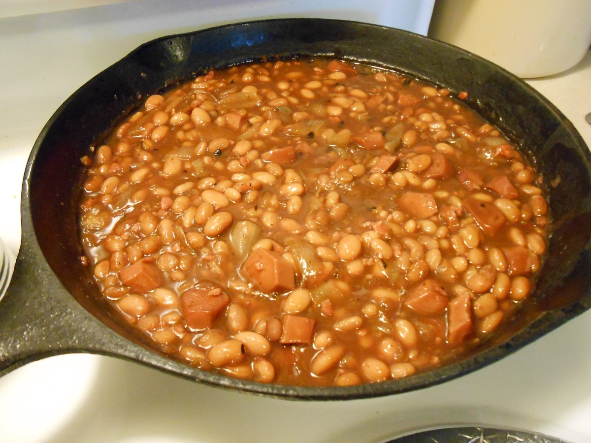 SHARON'S FAT-FREE STOVE-TOP BEANS AND FRANKS