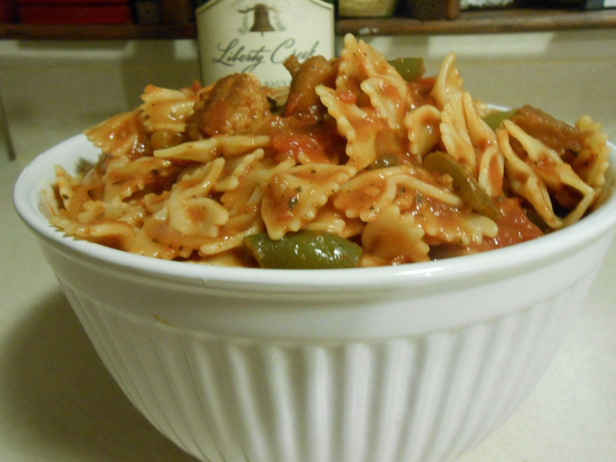 GRAIN SAUSAGE AND PEPPERS WITH BOW TIE PASTA