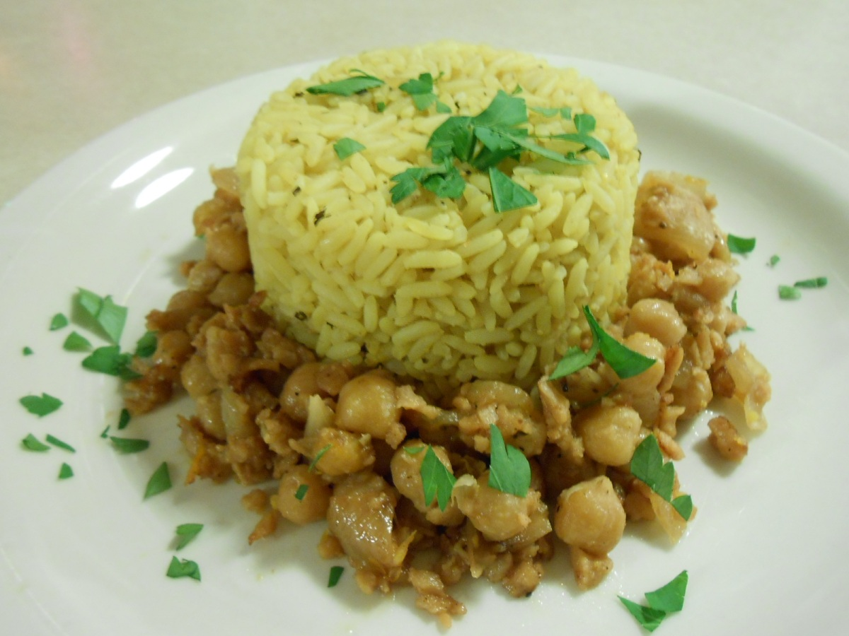 GARBANZO BEANS WITH SAVORY RICE