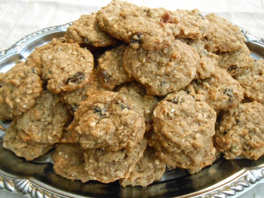 FRUIT AND NUT OATMEAL COOKIES
