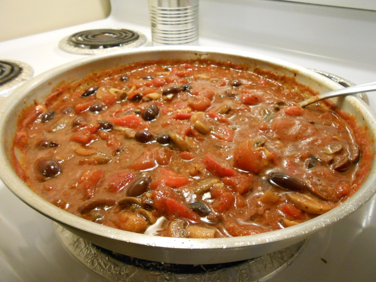 GREEK OLIVE AND MUSHROOM TOMATO SAUCE