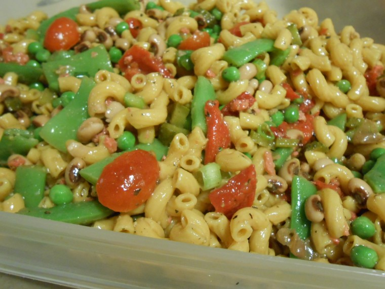 BLACKEYE PEA VEGIE MACARONI SALAD IN CONTAINER