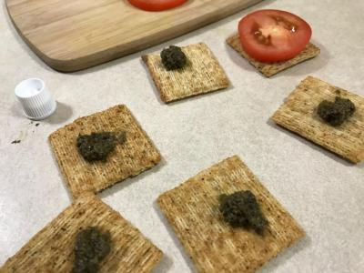 TRISCUIT CANAPES 1