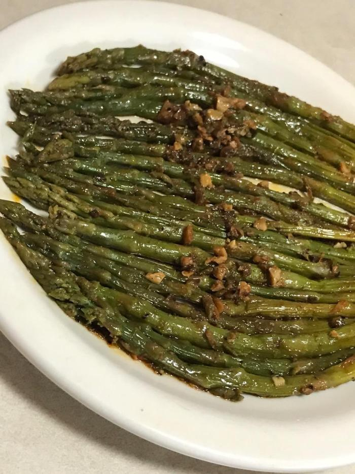 Burnt Garlic Asparagus